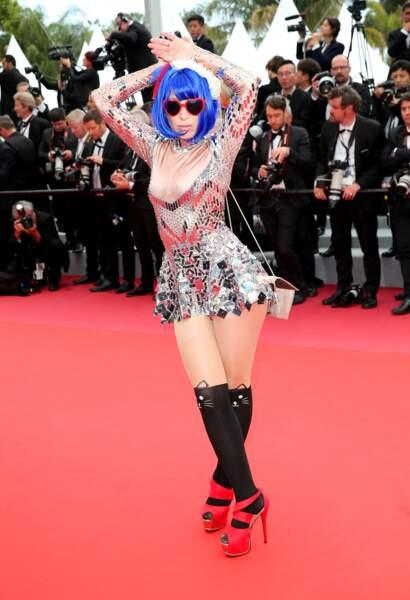 Festival de Cannes : la chanteuse Marie Parie a un accident... sur les marches du Palais des festivals
