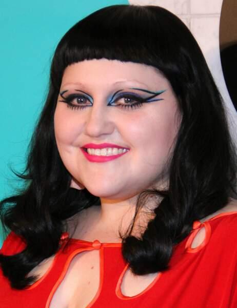 Beth Ditto présente sa collection de maquillage avec M.A.C