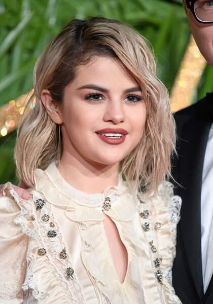 Tendance racines apparentes : ces people qui osent les afficher - Selena Gomez