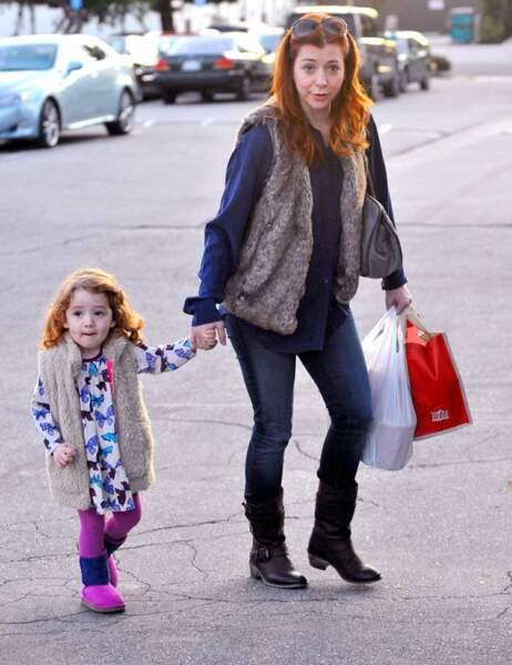 Alyson Hannigan aurait-elle prêté l'une de ses vestes à sa petite Satyana