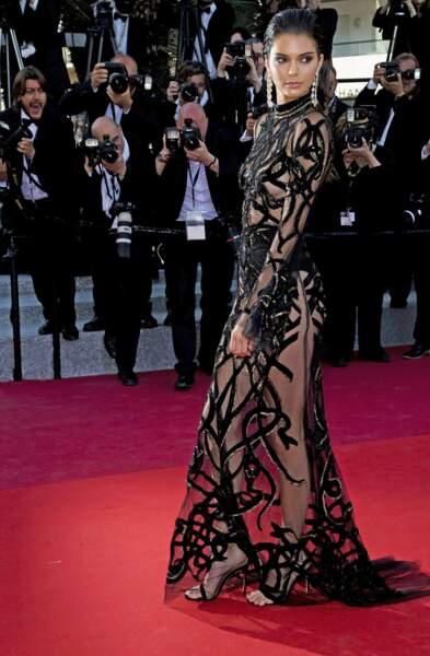 Cannes 2016: Kendall Jenner a aussi dévoilé sa plastique parfaite en Roberto Cavalli