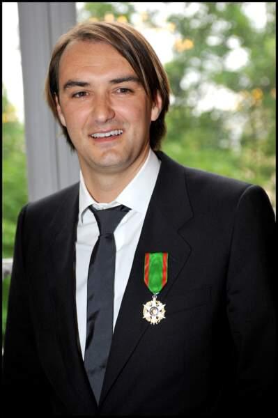2009, il reçoit les Insignes de Chevalier du mérite agricole. Nous n'en dirons pas plus...