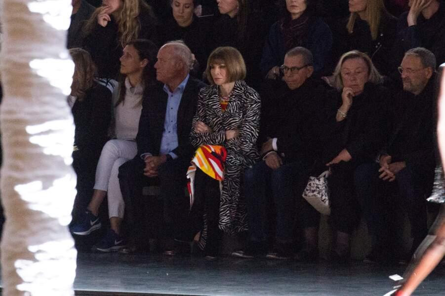 Anna Wintour au défilé Saint Laurent à la fashion week de Paris, le 25 septembre