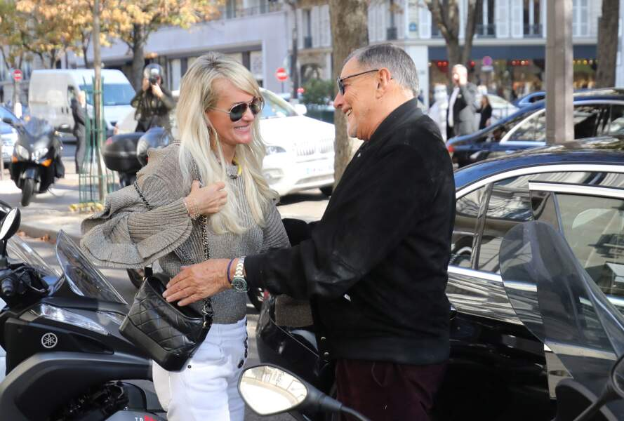 Jean-Claude Camus dépose Laeticia Hallyday chez son avocat, Me Ardavan Amir-Aslani, à Paris