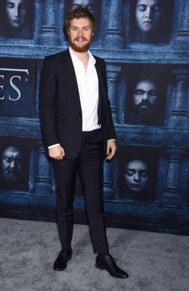 Finn Jones (Loras Tyrell de Game of Thrones)