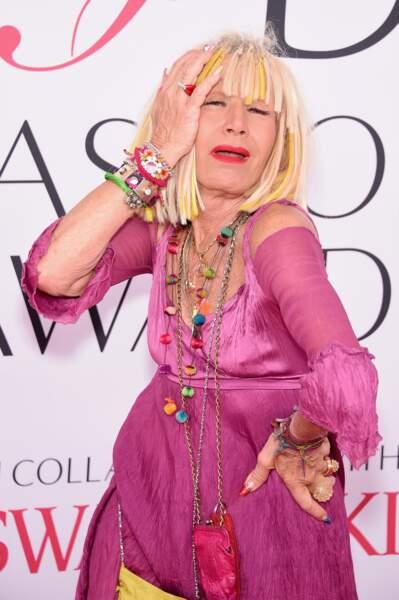 CFDA Fashion Awards : Betsey Johnson n'est plus trop sûre de son look