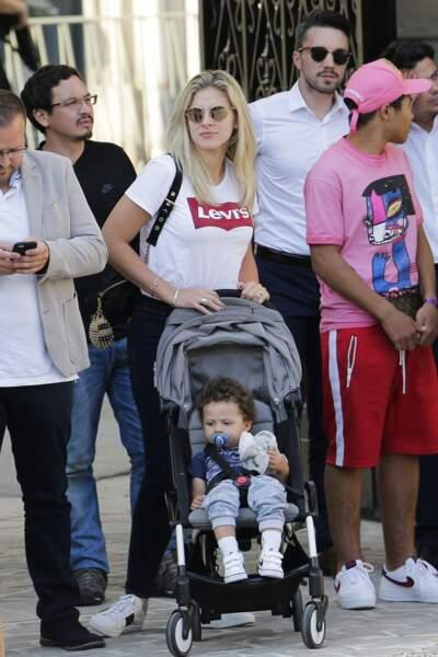 Les Bleus à l'Elysée après leur victoire : Camille Tytgat, la femme de Raphaël Varane, et leur fils Ruben