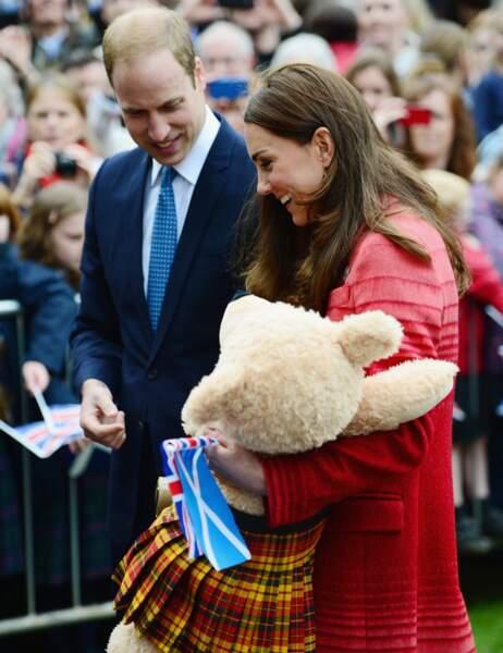 Une peluche en kilt, c'est le prince George qui va être content !
