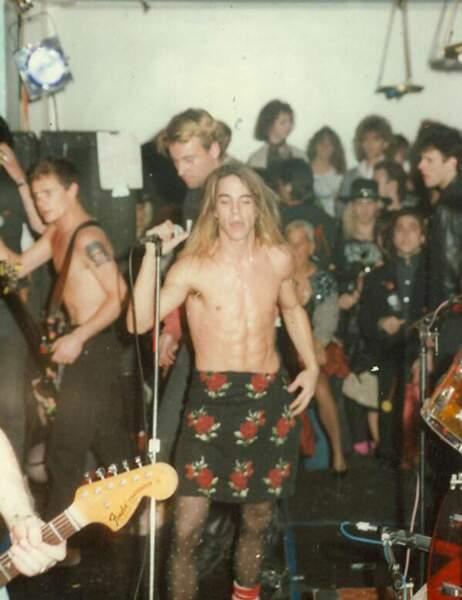 Le chanteur de ce groupe de rock a toujours été fan des collants bizarres...