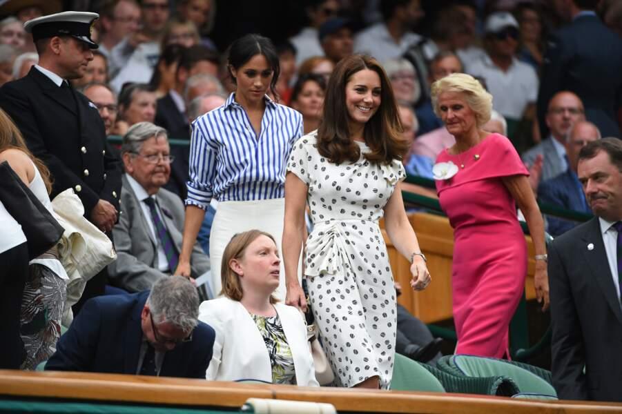 Kate Middleton suivie de Meghan Markle, les duchesses viennent assister à la finale dame du tournoi de Wimbledon