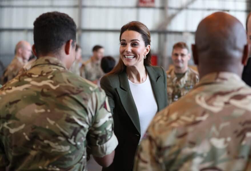 Kate Middleton et le prince William ont ensuite discuté avec les soldats