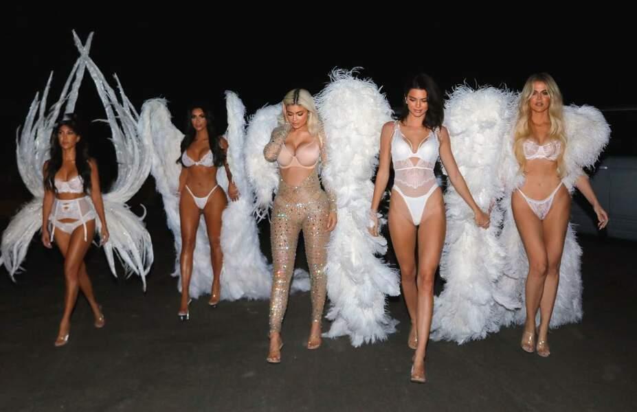 Les soeurs Kardashian en anges Victoria's Secret