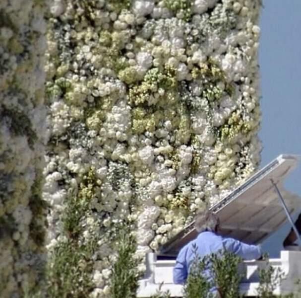 C'est devant ce magnifique mur de fleurs que Kim et Kanye se sont dit oui samedi soir