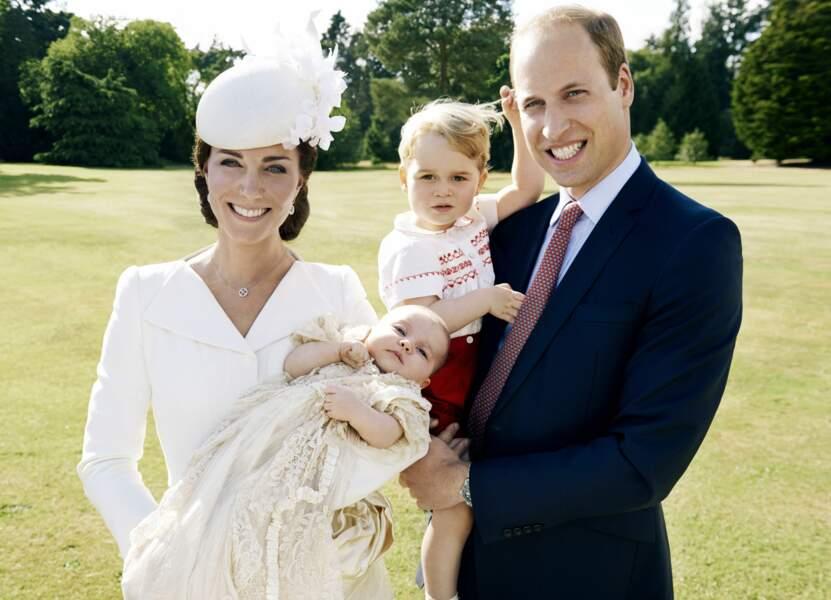 Première photo officielle à 4 pour Kate, William, George et Charlotte...