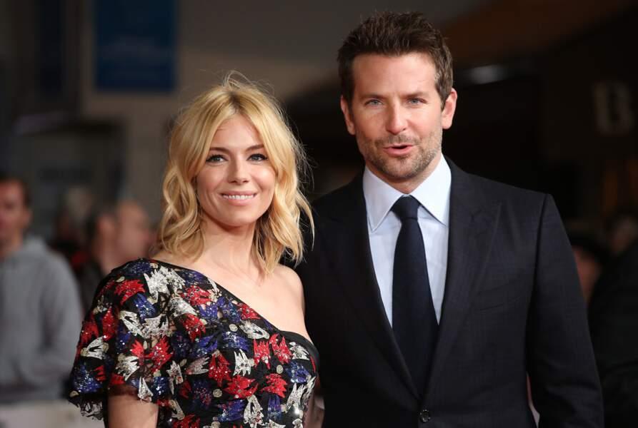 Sienna Miller et Bradley Cooper hier soir à Londres pour la présentation de A Vif