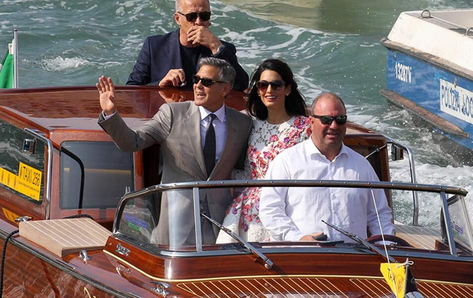 Comme un prince, George salue la foule