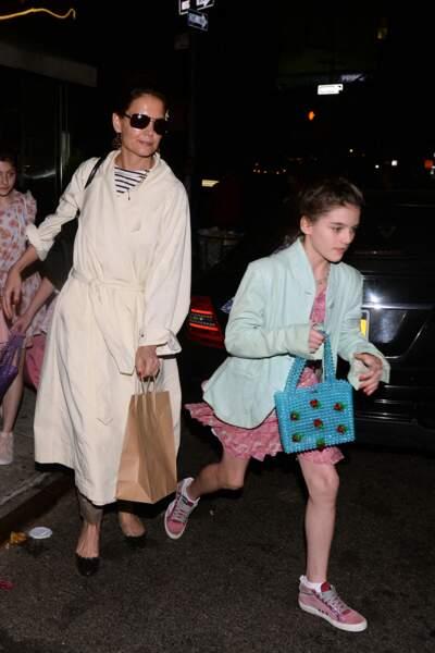 Katie Holmes emmène sa fille Suri au restaurant à New York pour son anniversaire