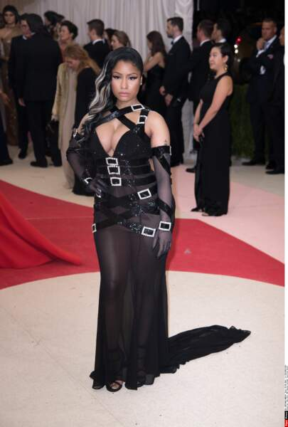 Nicki Minaj très distinguée, comme à son habitude (en Moschino)