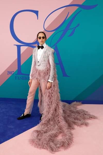 CFDA Fashion Awards 2017 - En exclusivité mondiale sur Voici.fr : l'homme paon !!