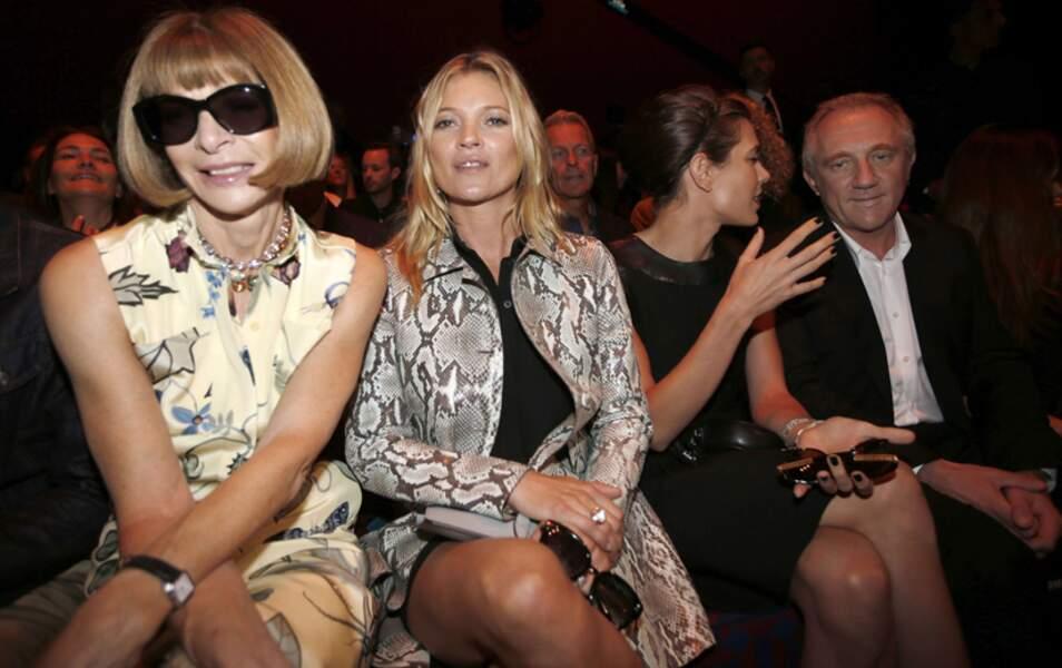 Anna Wintour, Kate Moss, Charlotte Casiraghi en pleine discussion avec François-Henri Pinault