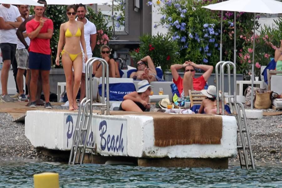 Dakota Johnson en bikini pour le tournage de 50 nuances plus sombres