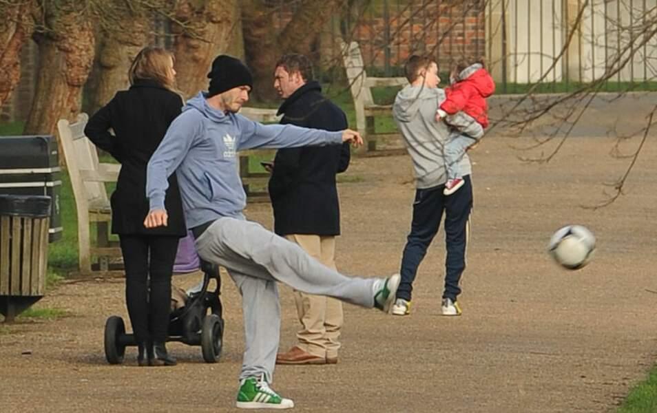 David, Brooklyn et Harper Beckham (de dos)