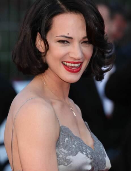 """Palme du """"MINCE j'ai oublié ma robe du coup j'ai enfilé la nuisette du Martinez"""" : Asia Argento"""