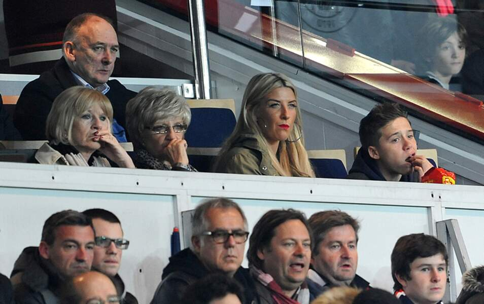 Ted et Sandra Beckham, leur fille Joanne et leur petit-fils Brooklyn. Tout à gauche, Jacqueline,la mère de Victoria