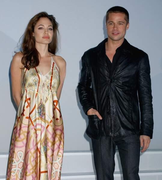 Brad Pitt et Angelina Jolie en pleine promo de Mr & Mrs Smith, pas très à l'aise les deux...