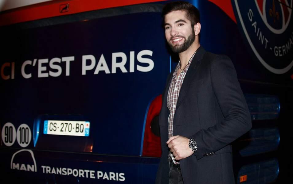 Kendji Girac devant le bus du PSG