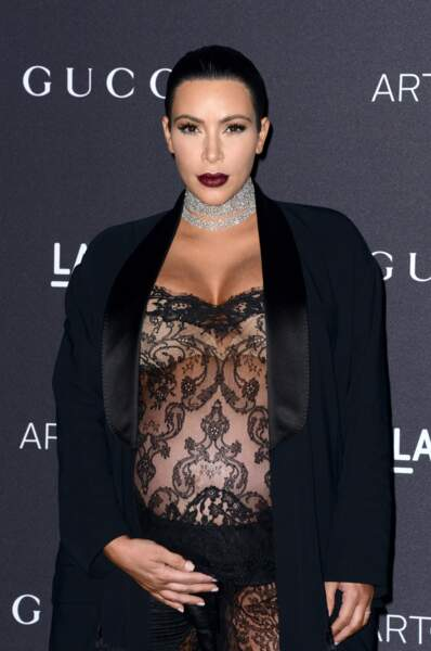 Kim Kardashian sexy dans sa combinaison transparente Givenchy
