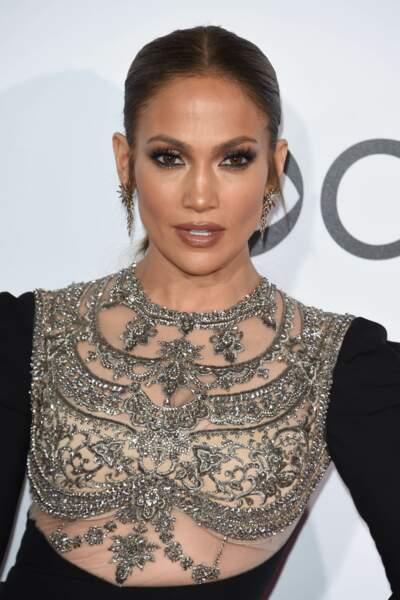 People's Choice Awards 2017 : la haut de la robe de Jennifer Lopez était transparent...sexy !
