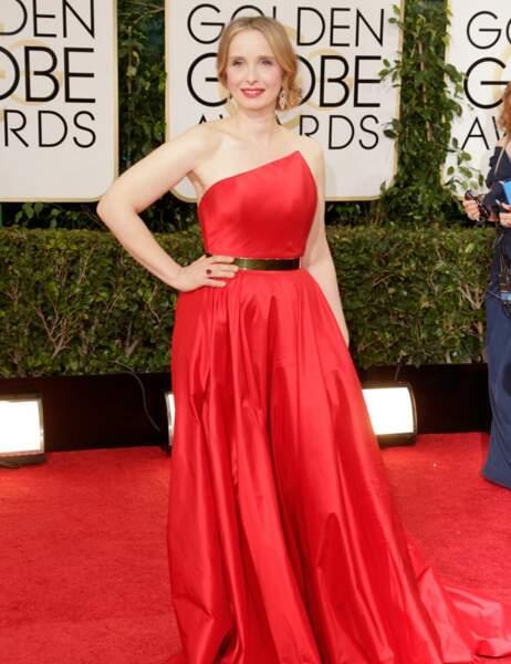 Bel essai de glamour hollywoodien pour Julie Delpy, mais le rouge satiné assorti au tapis, c'est non