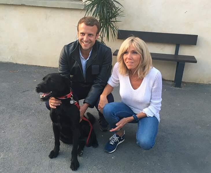 Les Macron avec leur adorable bébé, le labrador Nemo
