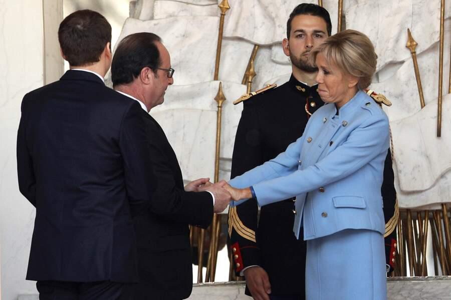 Brigitte Macron salue François Hollande