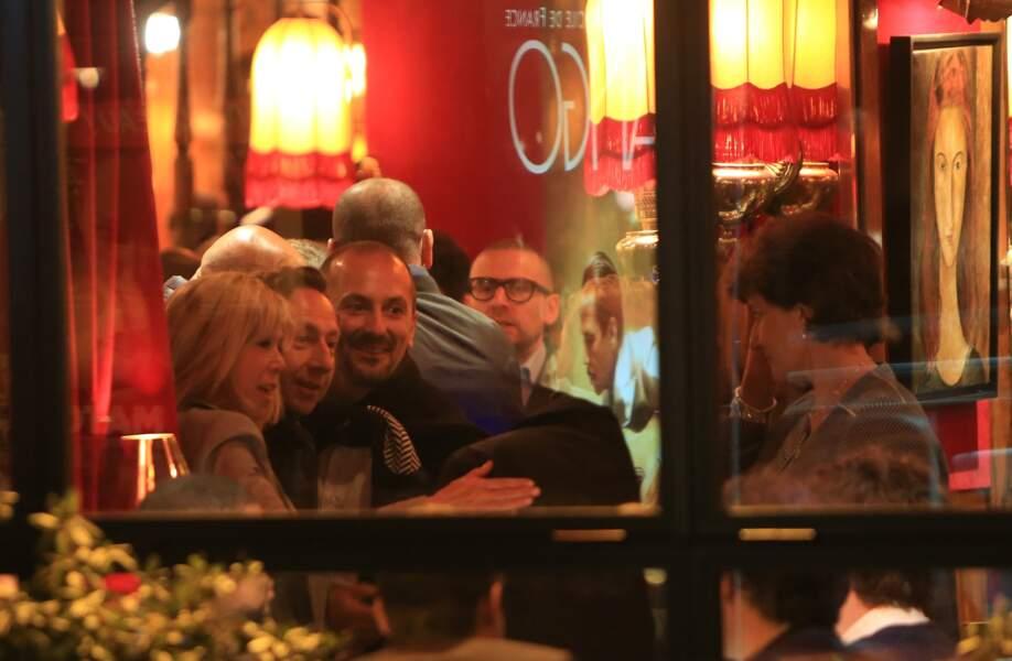 L'animateur de France 2 a immortalisé ce moment avec Brigitte Macron