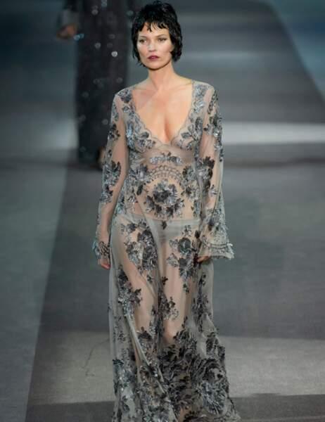 Kate Moss défile pour Louis Vuitton