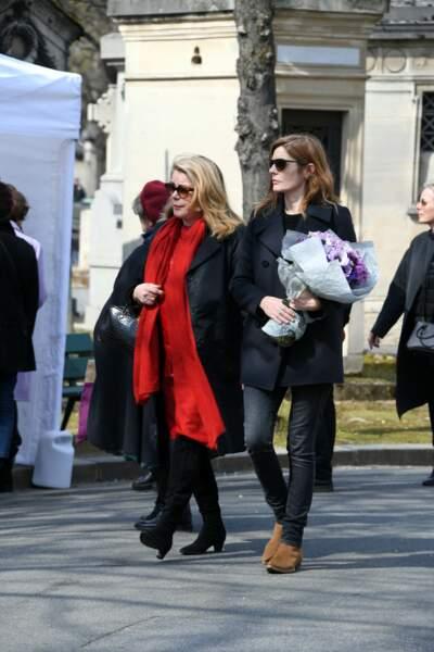 Catherine Deneuve et Chiara Mastroianni aux obsèques d'Agnès Varda au cimetière du Montparnasse