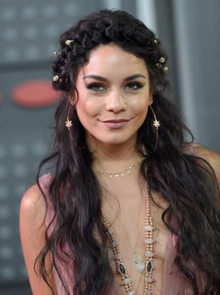 Les plus belles coiffures pour un mariage - La couronne de fleurs de Vanessa Hudgens
