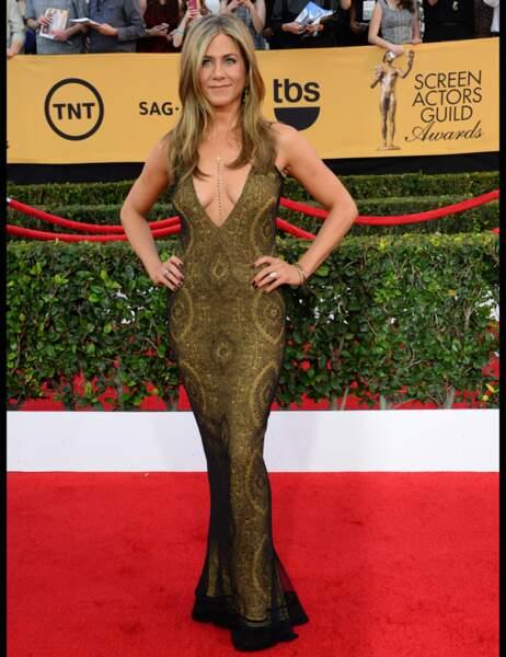 Jennifer Aniston, aussi sculpturale que décolleté