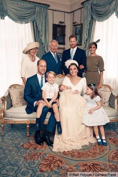 Portrait officiel : La famille royale réunie pour le baptême du prince Louis lors de la réception à Clarence House