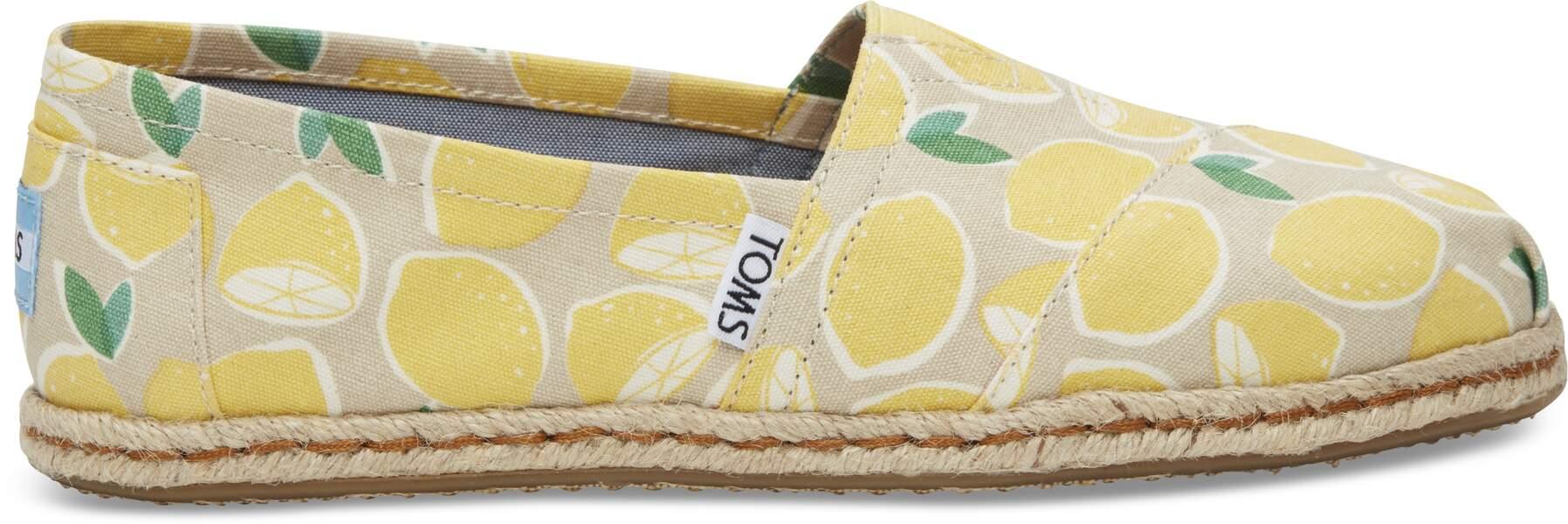 Espadrille Summer Fruit. En coton et semelle en corde, 54,95€, disponible sur www.toms.fr
