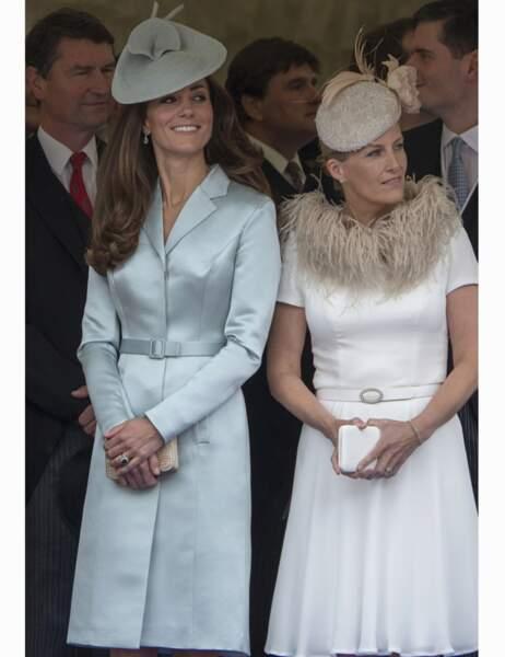 Kate Middleton, en manteau Christopher Kane, et Sophie, comtesse du Wessex, assistent à la procession