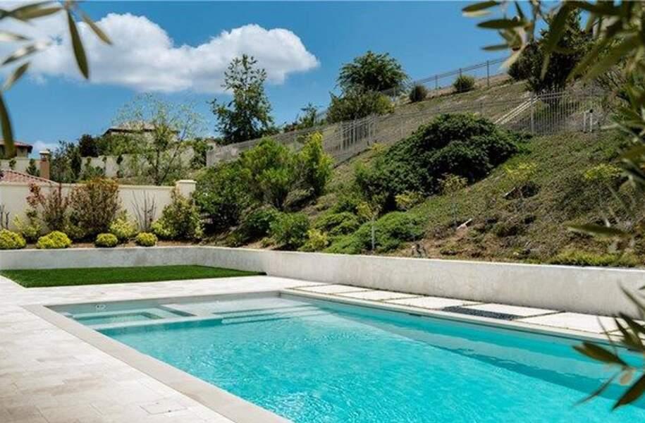 Visitez la superbe villa que Kylie Jenner met en vente : la piscine