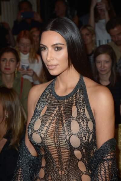 Défilé Balmain printemps-été 2017 : Kim Kardashian avait des sous-vêtements chair sous sa robe