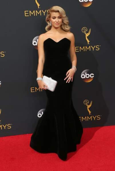 Emmy Awards 2016 : la chanteuse Tori Kelly en Paule Ka