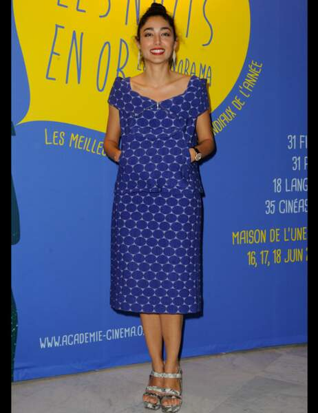 La comédienne Golshifteh Farahani a opté pour une robe à motifs bleus
