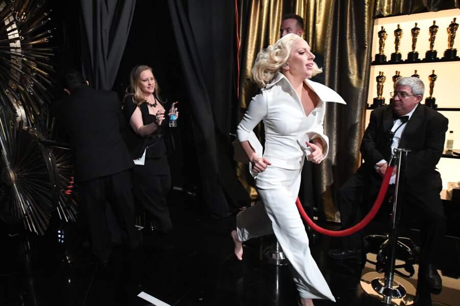 Lady Gaga a piqué un sprint (elle avait oublié d'éteindre l'aspirateur)