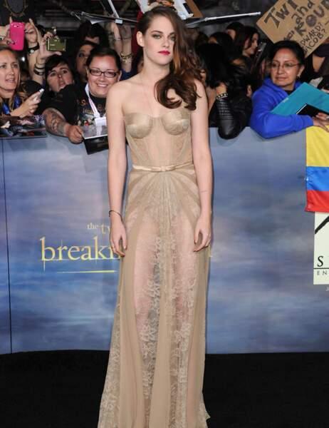 Kristen Stewart, dans une robe très transparente