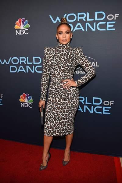 Do : Jennifer Lopez avec sa robe léopard et son chignon haut